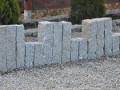 Zaunpfosten und Granit-Palisaden